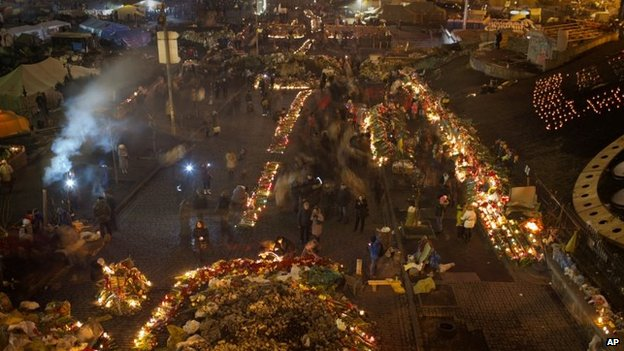Flowers and candles in Kiev's Independence Square