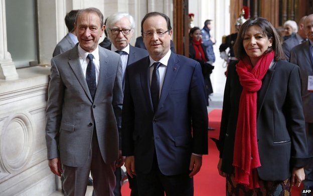 Paris Mayor Bertrand Delanoe (L), French President Francois Hollande, and Paris Deputy Mayor Anne Hidalgo