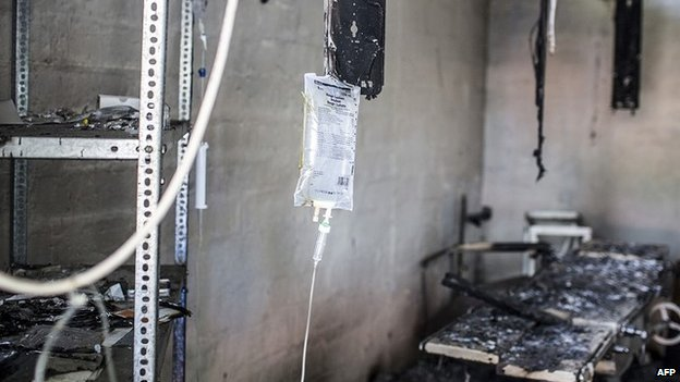 A burnt admissions ward in the compound of an MSF-run hospital in the town of Leer (February 2014)