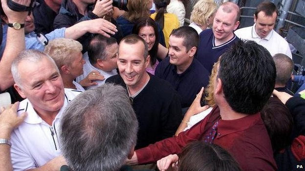 IRA prisoners released from Maze Prison in 2000