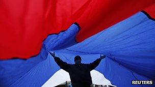 A giant Russian flag unfurled in Simferopol. Photo: 27 February 2014