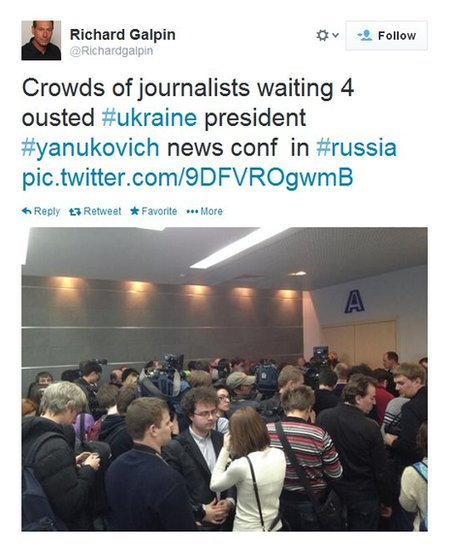 Richard Galpin tweets a photo of large crowds of journalists waiting for the Viktor Yanukovych press conference