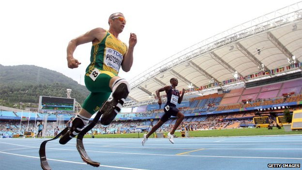 Oscar Pistorius running - August 2011
