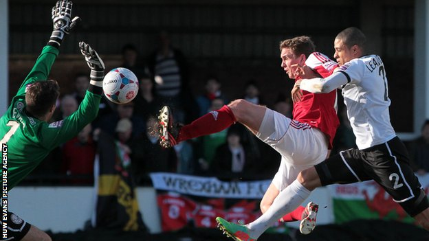 Johnny Hunt gives Wrexham the lead against Hereford