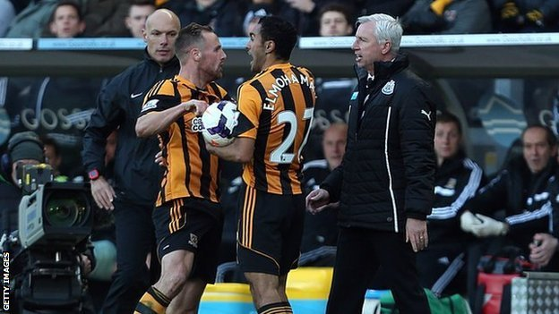 Alan Pardew confronts David Meyler