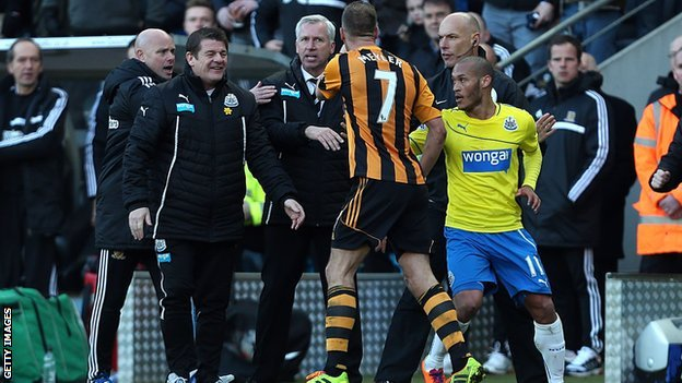 David Meyler confronts Alan Pardew