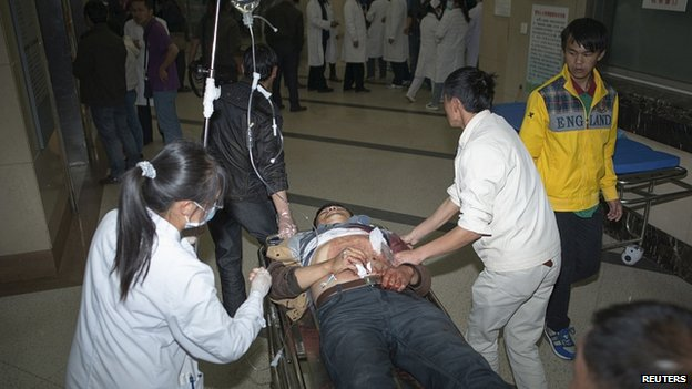 Stabbing victim arrives in hospital. 2 March 2014