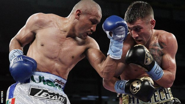 Orlando Salido (left) and Vasyl Lomachenko