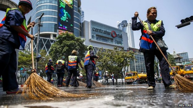City cleaners in Bangkok (2 March 2014)