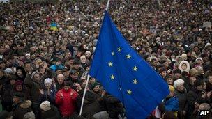 Crowds in Kiev (2 March 2014)
