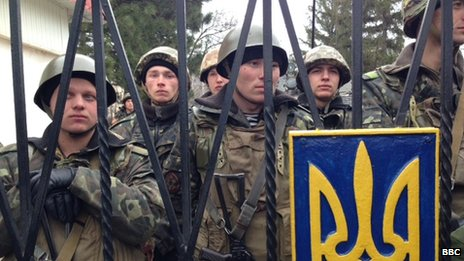 Ukrainian troops at Perevalnoe lock themselves into the base