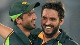Junaid Khan and Shahid Afridi celebrate Pakistan's victory