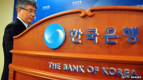 Kim Choong-soo in front of bank of korea sign