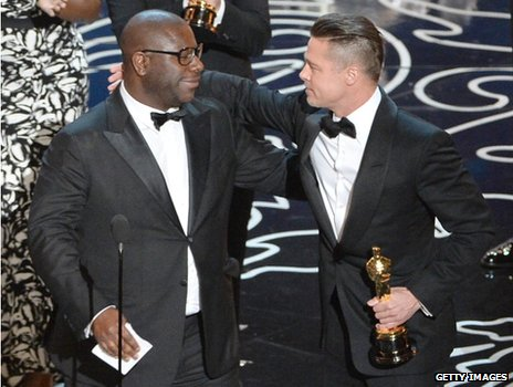 Steve McQueen and Brad Pitt with the Oscar for 12 Years a Slave