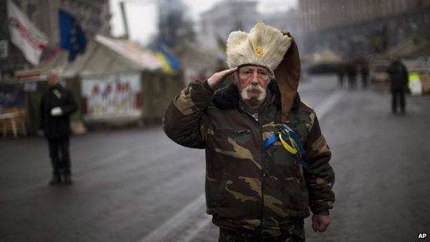 An anti-Yanukovych protester salutes as the Ukrainian national anthem is played at Kiev's Independence Square, 3 March
