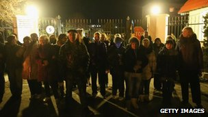"Family members and friends of blocked Ukrainian soldiers form a ""human chain"" at the Belbek base"