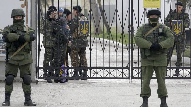Armed stand-off at Perevalne base, Crimea, 4 Mar 14