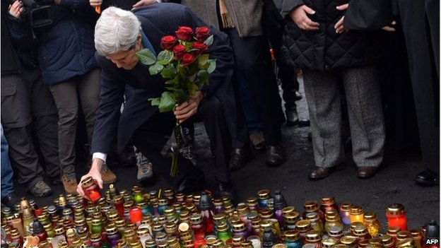 US Secretary of State John Kerry lays flowers in the Maidan in Kiev, Ukraine (4 March 2014)