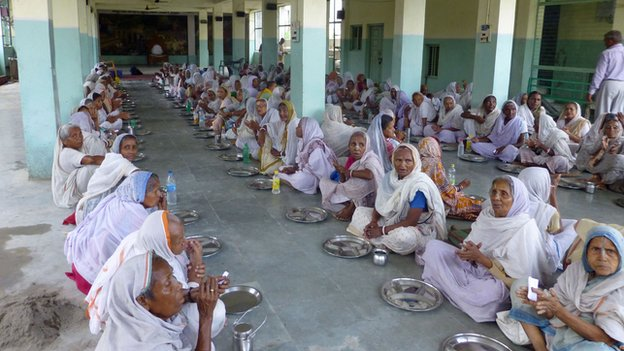 Widows having lunch at Vrindavan