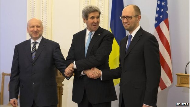 US Secretary of State John Kerry with Ukraine's interim President Olexander Turchynov (L) and PM Arseniy Yatsenyuk (R)