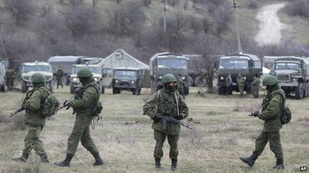 Pro-Russian soldiers at Perevalne infantry base in Ukraine (4 March 2014)