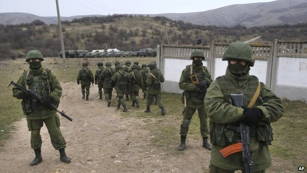 Pro-Russian soldiers in Perevalne, Crimea (4 March 2014)