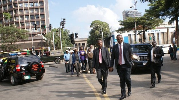 Nairobi governor Evans Kidero (in front) walks in the city (5 March 2013)