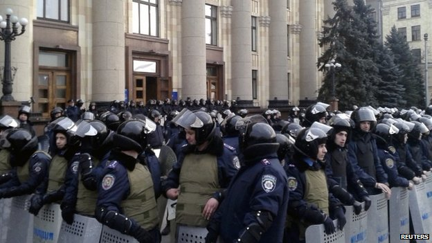 Riot police deployed outside the regional government's headquarters in Kharkiv (5 March 2014)