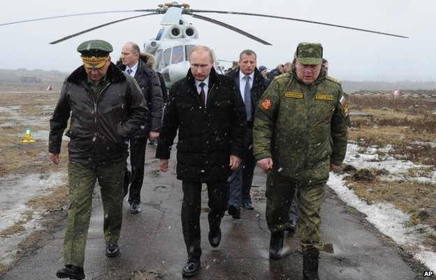 Russian President Vladimir Putin (centre) walks with Defence Minister Sergei Shoigu (left) and the commander of the Western Military District, Anatoly Sidorov, near St Petersburg, Russia (3 March 2014)