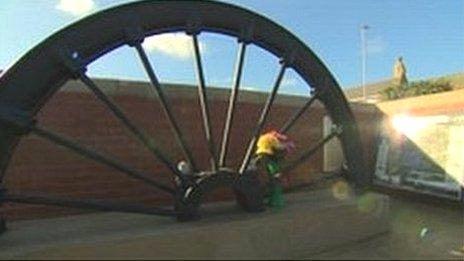 Memorial pit wheel