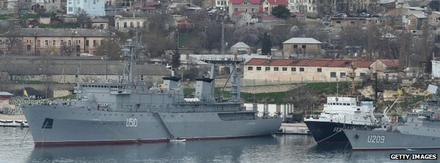 The Ukrainian naval ships Slavutych (L) and Ternipol