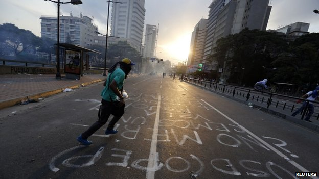 Anti-government protesters run from tear gas during clashes with police at Altamira square in Caracas 6 March 2014.
