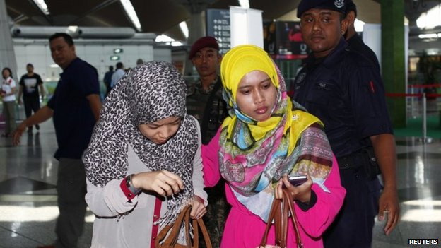 Relatives of missing passengers at Kuala Lumpur airport (8 March 2014)
