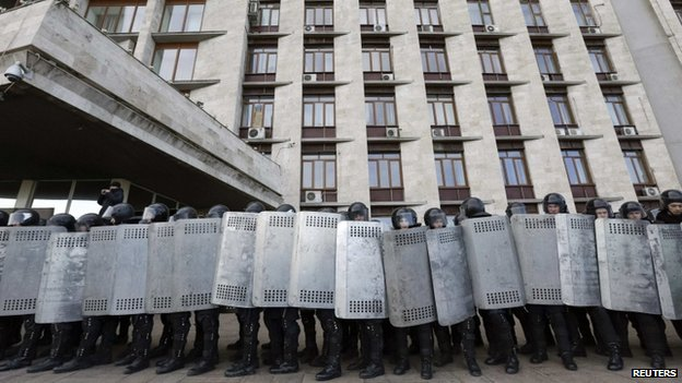 Riot police outside regional parliament in Donetsk. 8 March 2014