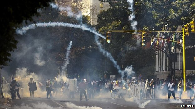 Protesters and tear gas in Caracas, Venezuela (8 March 2014)