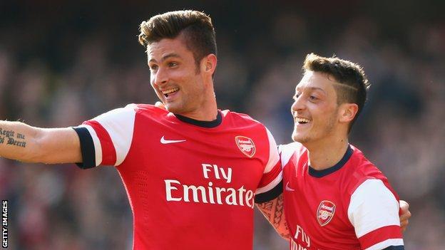 Arsenal's Olivier Giroud and Mesut Ozil celebrate against Everton