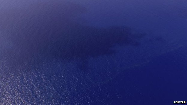 View of possible oil slick about 100 nautical miles (185 km) from Tok Bali Beach in Malaysia,s Kelantan state, 9 March