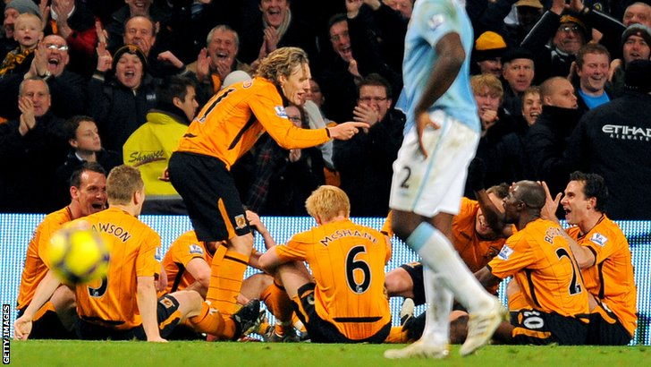 Jimmy Bullard doing his famous Phil Brown impression