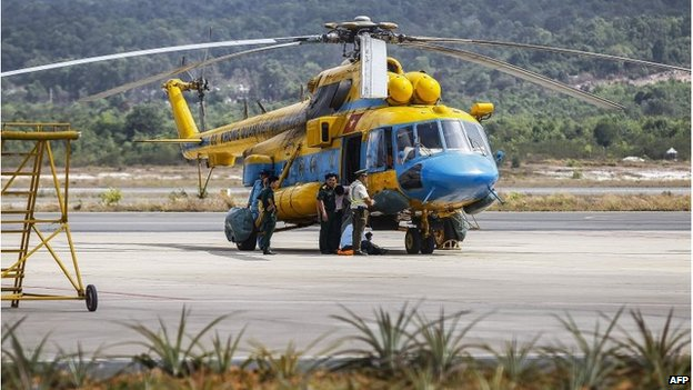 Vietnamese helicopter prepares to join search, Phu Quoc (10 March 2014)