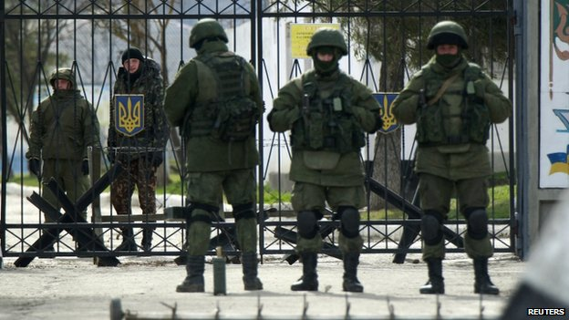 Armed men, said to be Russian soldiers, blockade Ukrainian troops at a base in Perevalne, Crimea. Photo: 10 March 2014