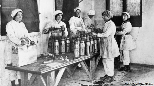 Workers at the munitions factory near Banbury