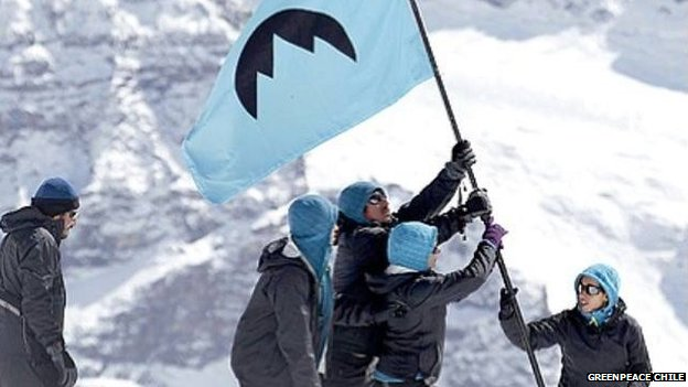 Activists hoist flag of Republica Glaciar
