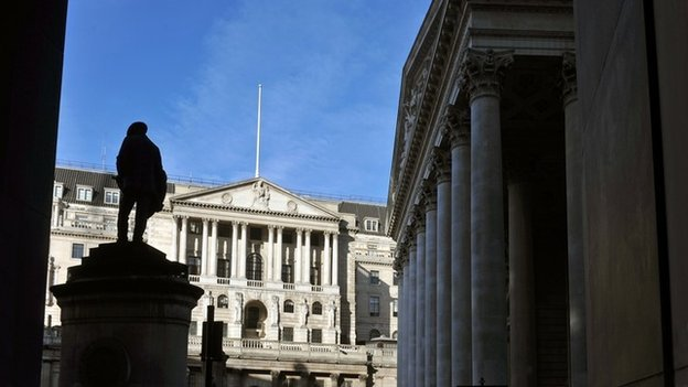 The main facade of the Bank of England, on Threadneedle Street in the City of London, with the Royal Exchange on the right, 21/01/2009