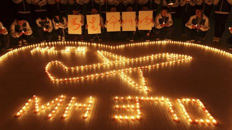 International school students light candles to pray for passengers aboard Malaysia Airlines flight MH370, in Zhuji, Zhejiang province, March 10, 2014.