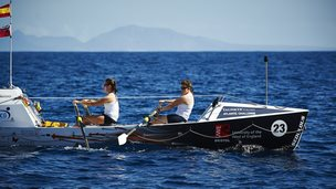 Atlantic rowers Lauren Morton (l) and Hannah Lawton
