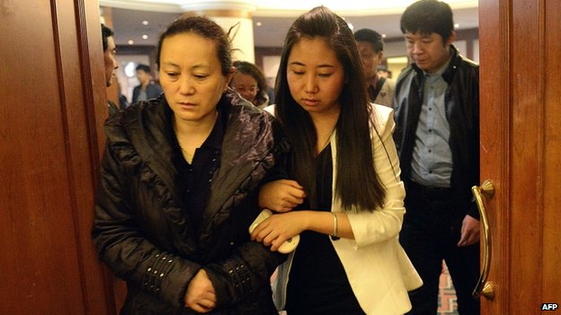 Relatives of missing Chinese passengers (12 March 2014)