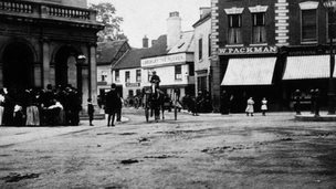 The Cornmarket in Worcester in about 1919