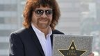 Jeff Lynne holding his star