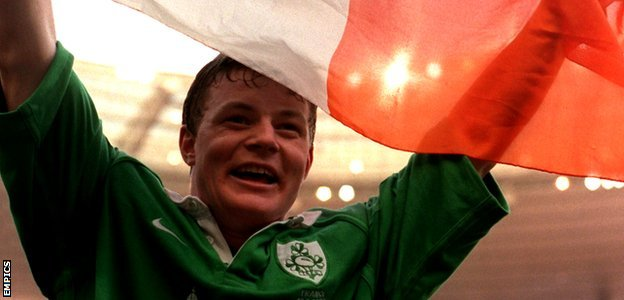 O'Driscoll with the Ireland flag