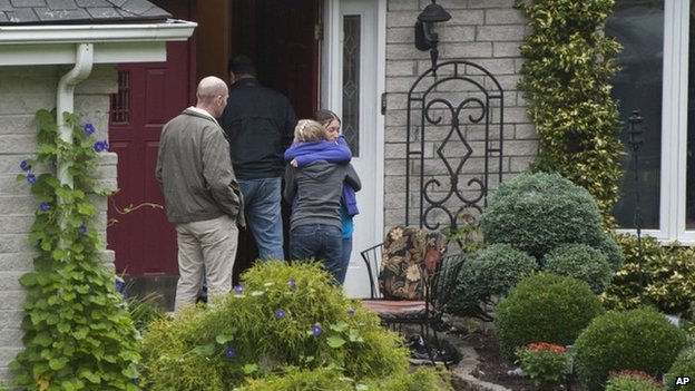 Visitors arrive at the home of Jeffrey Giuliano in New Fairfield, Connecticut, 28 September 2012